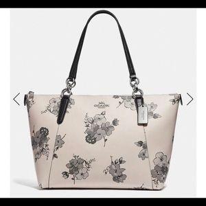 NWT Coach large Ava fairy tale chain handbag